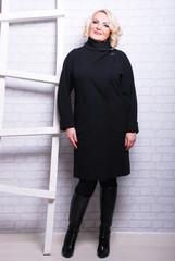 строгое. черное пальто