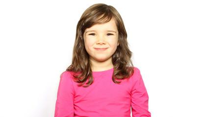Kleines Mädchen lacht glücklich
