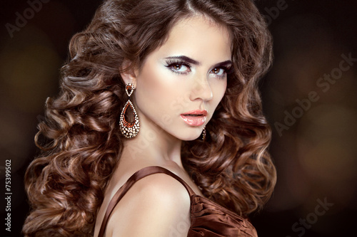 Beautiful fashion woman model with wavy long hair and fashion ea