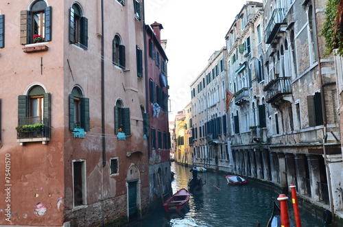 Fotobehang Gondolas venedig seitenkanal