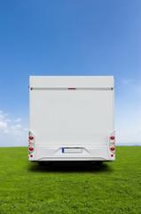 Reisemobil in der Landschaft