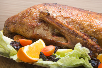 goose roasted with apples and prunes