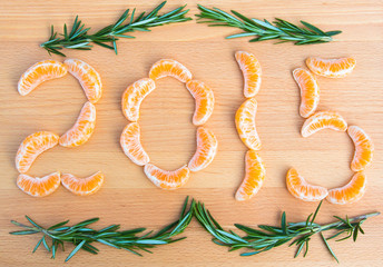 2015 number written with oranges sections on wooden background