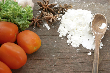 Tomatoes, flour, cinnamon (Food ingredient)
