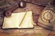 Leinwanddruck Bild - telefono e agenda del passato