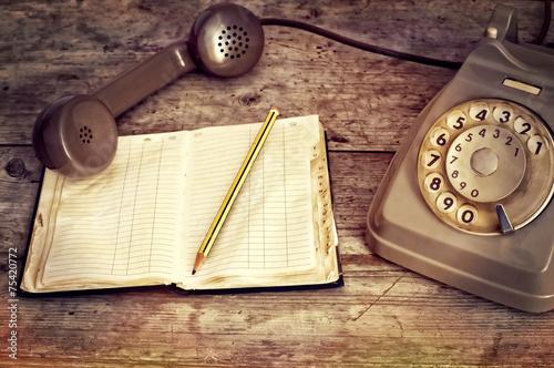 Leinwanddruck Bild telefono e agenda del passato