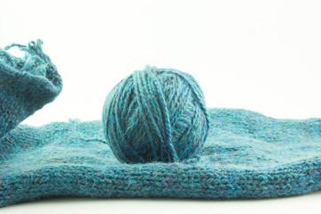 Gomitolo di lana su maglia
