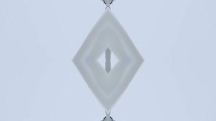 Flügel eines Windrads-gespiegelt vor weißem Hintergrund