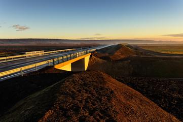 Brücke an neu erbauter Landstraße