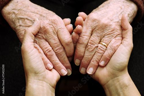 Leinwanddruck Bild Sostegno e aiuto a persone anziane