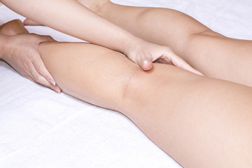 エステをうける女性の足