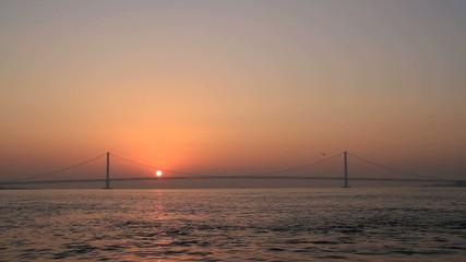 明石大橋と日の出