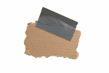 Isolierte alte Pappe mit Klebestreifen und Textfreiraum