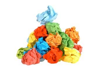 Bunte zerknüllte Papierkugeln