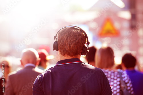 Head in silhouette with headphones - 75445929