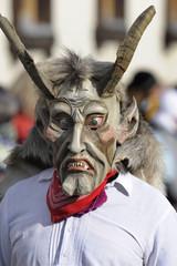 Historische Maske aus Holz  im Karneval