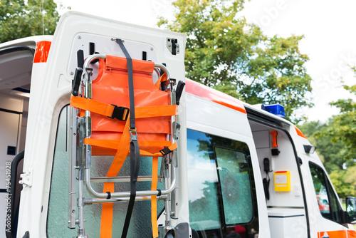 Mobile Trage einem Rettungswagen - 75451928