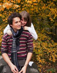 Couple souriant amoureux