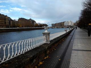 Paseo junto al rio