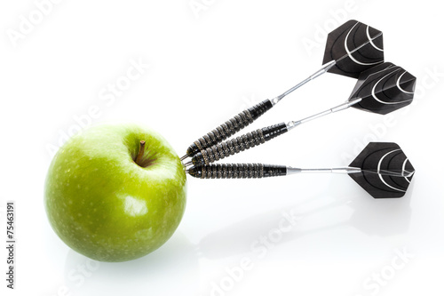 Green apple as a target for black steel darts - 75463191