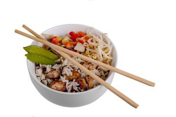 Schale mit Reismahlzeit und Stäbchen