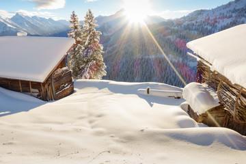 Schihütten bei Sonnenaufgang