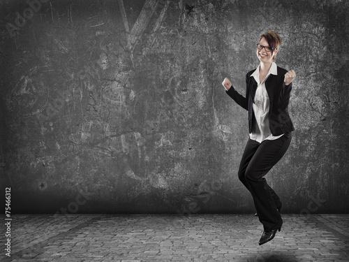 canvas print picture Frau springt vor freude