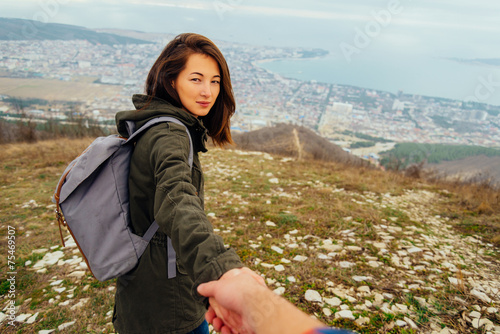 Papiers peints Detente Traveler young woman holding man's hand and leading him