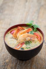 Tom yum goong, soupe Thaïlandaise épicée.