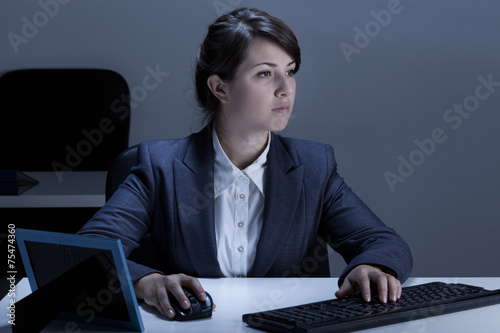 canvas print picture Female office worker during work