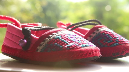 knitted baby shoes with embroidered national with ties rotate