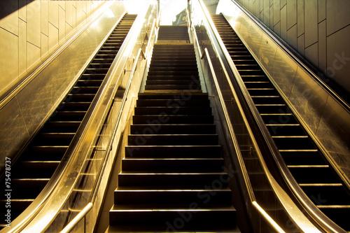 Staande foto Trappen Escalator