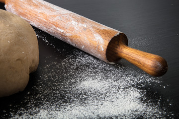 Flour, rolling pin and dough for pie