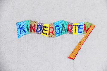 Kindergarten buntes Schild