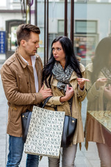 Paar beim shoppen