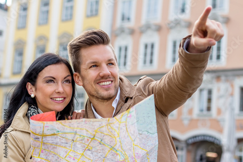 canvas print picture Paar auf einer Städtereise