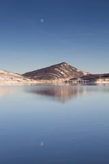 Riflessi della luna sul lago