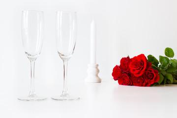 Valentinstag - Sektgläser, Kerze, Rosen