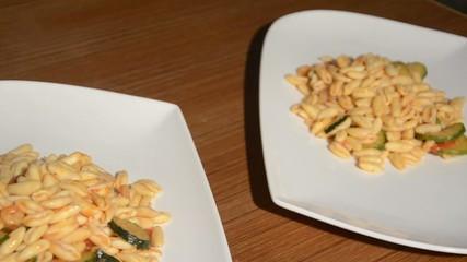 Piatto di cavatelli, con gamberi e zucchina