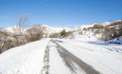 Pericolo strada ghiacciata