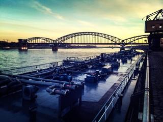 Zollhafen Köln, Tankschiff