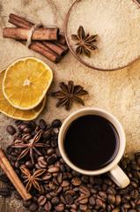 caffè con zucchero di canna e spezie