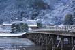 京都嵐山の雪景色 - 75522939