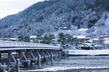 京都嵐山の雪景色