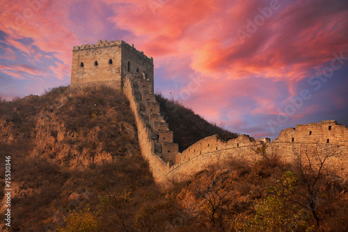 Tuinposter Chinese Muur Great wall of China at sunset with dramatic clouds