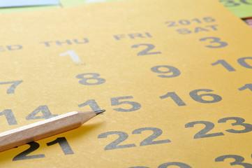 1月のカレンダーと鉛筆で入試試験のイメージ