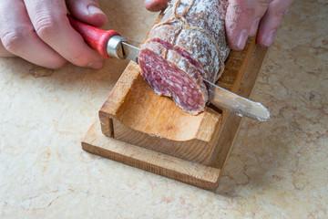 Tagliare il salame
