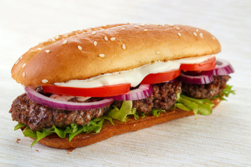 Elongated hamburger (burger sandwich)