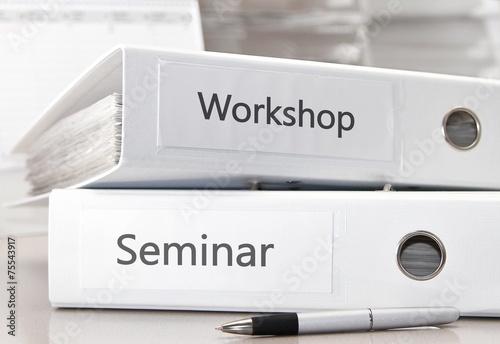 Leinwandbild Motiv Seminar und Workshop Ordner