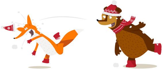 renard et ours faisant une bataille de boule de neige